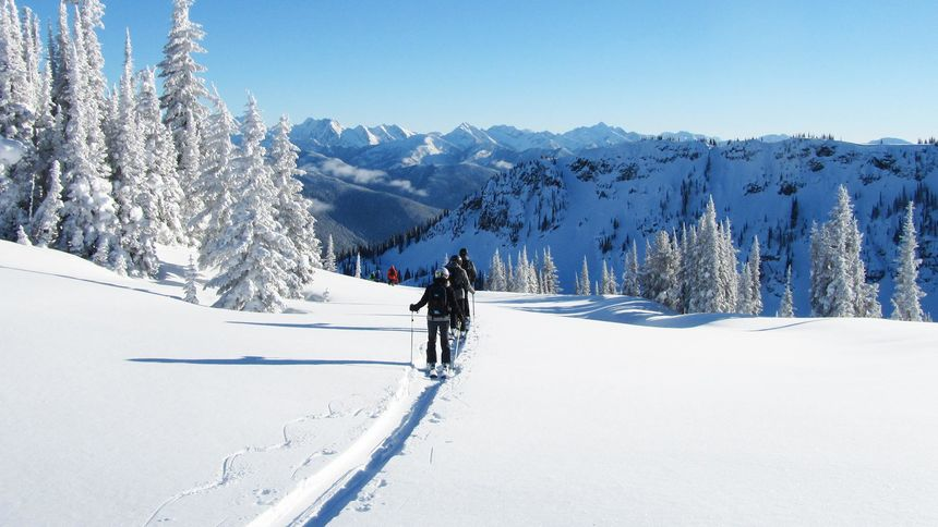 What dates are the cheapest ski packages available?
